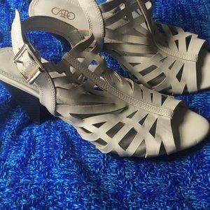 Beige/gray small heels